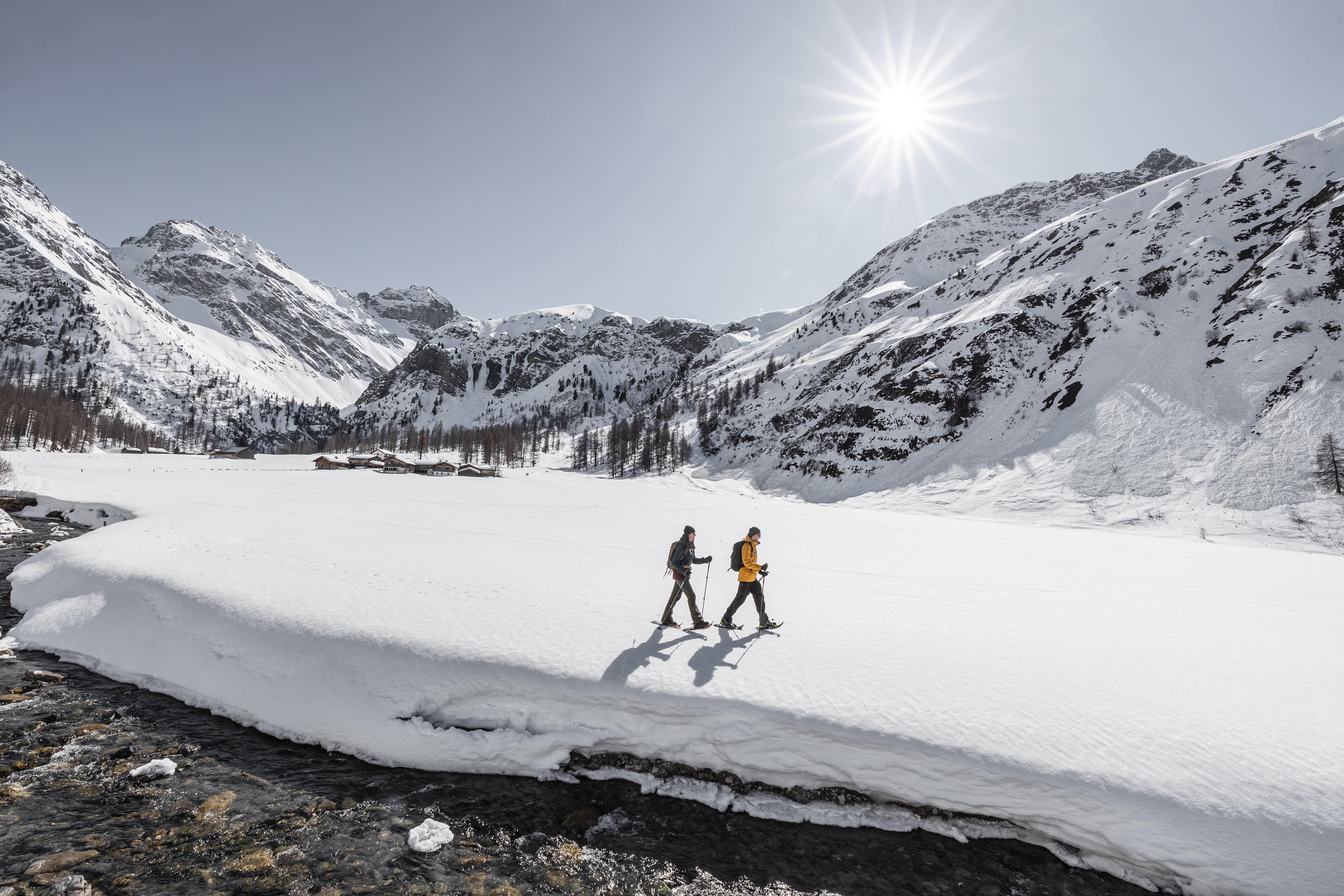 Schneeschuhwandern_in_Davos_Klosters__C__Destination_Davos_Klosters-Martin_Bissig