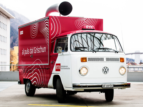 copyright_rtr_bus_front